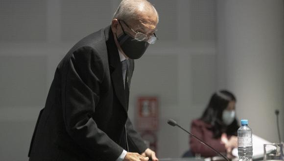 Gino Costa presentó un documento solicitado la reconsideración de la votación del  informe final de la denuncia 247 contra Pedro Chávarry. (Foto. GEC)