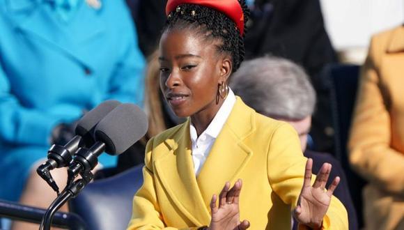 Amanda Gorman se convirtió en la poeta más joven en actuar en una investidura presidencial. (Reuters).