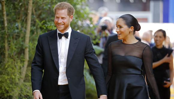 """El príncipe Harry y Meghan Markle llegan para el estreno europeo de la película """"El rey león"""" en Londres el 14 de julio de 2019. (Tolga AKMEN / AFP)."""