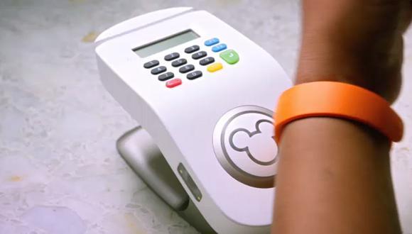 Disney usa pulseras inteligentes para conocer a sus clientes