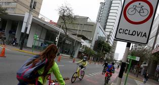 Ministerio de Transportes multará a ciclistas que manejen fuera de ciclovías