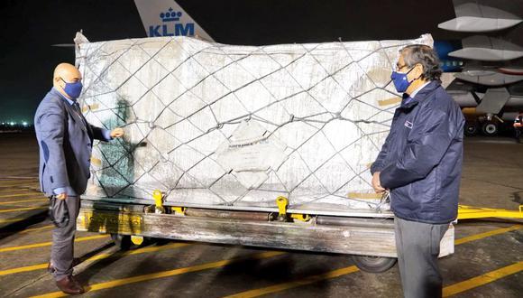 Un cargamento con similar llegó el último lunes. De esta manera Perú recibió casi 800 mil dosis esta semana. (Foto: Minsa)