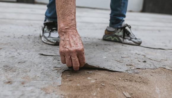 Vecinos denuncian que una pista recién inaugurada en Barranco se descascara y ocasiona congestión y problemas todos los días, sobre todos los días en los que garúa. (Foto: El Comercio)