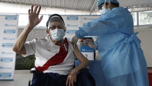 Conoce aquí el padrón del tercer grupo de adultos mayores de EsSalud que serán vacunados esta semana (Foto: GEC)