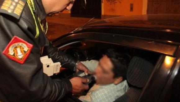 ¿Qué puede hacer un policía si interviene a un chofer ebrio?