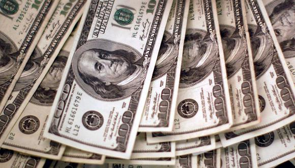 "El ""dólar blue"" se negociaba a 156 pesos en Argentina. (Foto: AFP)"