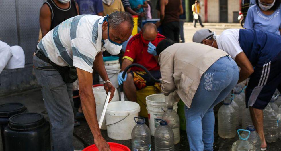 El colapso en los servicios públicos y la escasez de alimentos y medicamentos vuelve más critica la situación ante la expansión del coronavirus en Venezuela. (Foto: AFP).