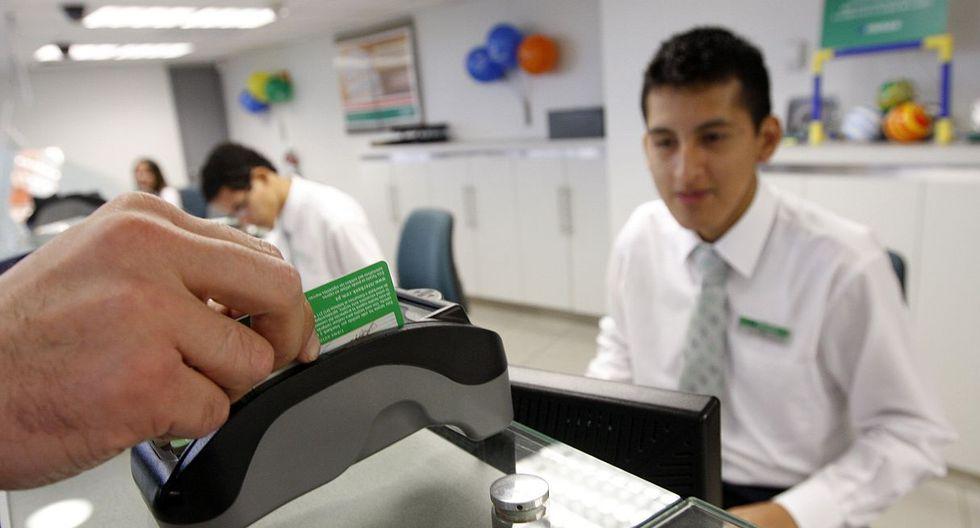 Foto 1 | Antes de contratar una tarjeta de crédito, infórmese sobre gastos aplicables, la tasa de interés efectiva anual (TEA), o si existen comisiones por disposición de efectivo, pago de membresía, entre otros. (Foto: GEC)