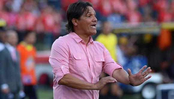 El colombiano Flabio Torres tiene 49 años y también fue futbolista. (Internet)
