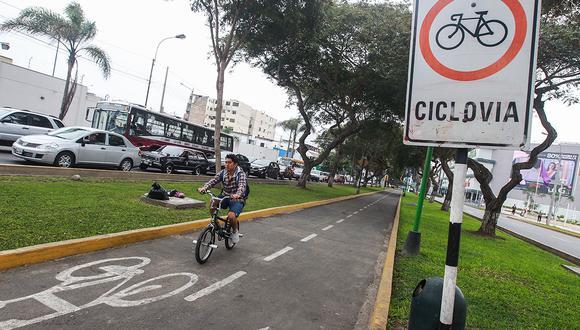 LIMA, JUNIO 22 DEL 2017 CICLOVIAS MUCHO POR PEDALEAR. Hay casi 200 kilÛmetros de ciclovÌas en Lima, pero todos fueron pensados sin un plan integral, est·n dispersas. De unirse todas, un ciudadano com˙n podrÌan cruzar sin problemas m·s de 12 distritos. Se realizar· un mapa de ciclovÌas de Lima, que permitir· saber de dÛnde a dÛnde puede uno pedalear de forma segura, y cu·nto tiempo uno se ahorra en ellas. CICLOVIA EN AV SALAVERRY EN JESUS MARIA CICLOVIA EN AVENIDA AREQUIPA EN LINCE   FOTOS  JUAN PONCE VALENZUELA