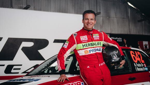 A bordo del auto con el que fue campeón del mundo, Nicolás Fuchs vuelve al rally. (Foto: ITEA Comunicaciones)