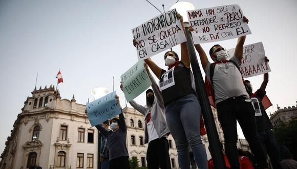 Generación Bicentenario: jóvenes entre los 23 y 27 años, estudiantes y trabajadores en la mayoría de casos, que se organizaron en las redes sociales y alzaron su voz en contra de quienes tomaron el poder.