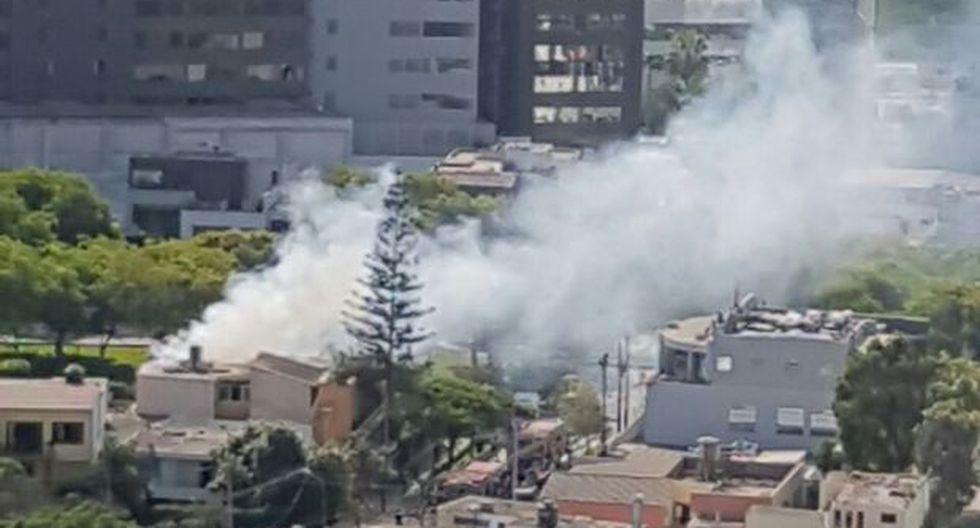 San Isidro: bomberos controlan incendio cerca de Mininter