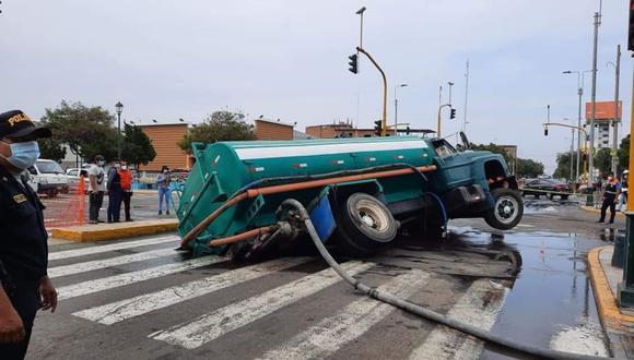 La Libertad: el forado de 5 metros de profundidad se registró en la cuadra 8 de la avenida España, en el centro de Trujillo. (Foto: Difusión)