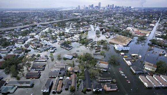 Las inundaciones provocadas por el huracán Katrina cubren las calles de Nueva Orleans el 30 de agosto de 2005. (Foto de POOL / POOL / AFP).
