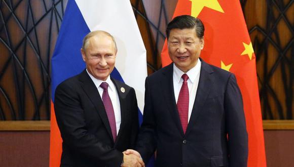 El presidente de Rusia, Vladimir Putin, y el  de China, Xi Jinping, durante su reunión en el diálogo del Consejo Asesor Empresarial de APEC en Vietnam, el viernes 10 de noviembre del 2017. (Foto: AP)