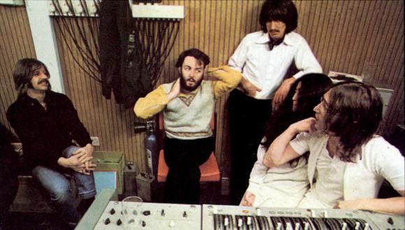 The Beatles y Yoko Ono (Foto: Facebook Oficial)