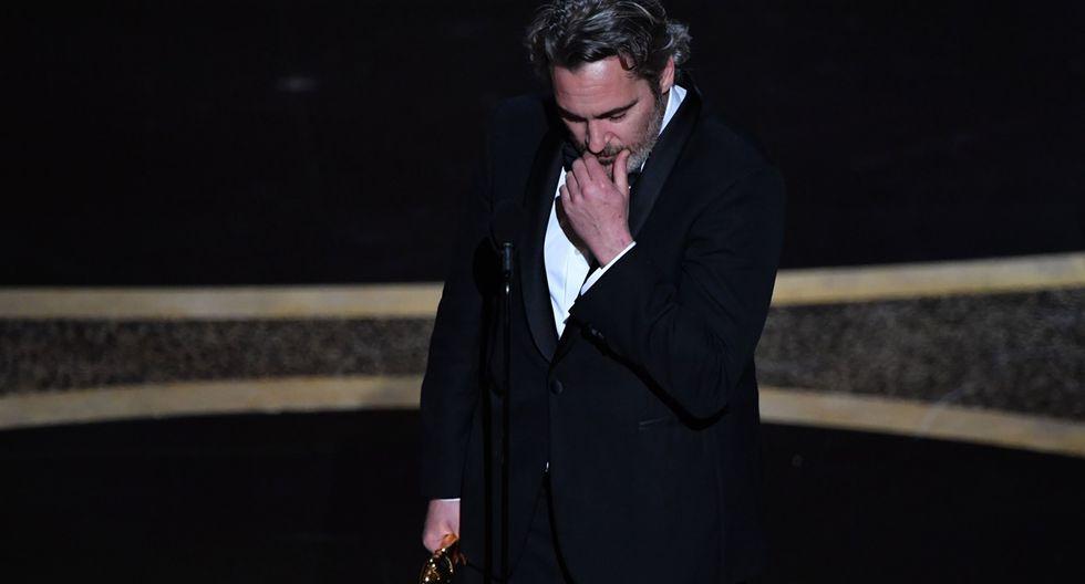 """""""He sido un sinvergüenza en mi vida. He sido egoísta, he sido cruel y a veces ha sido difícil trabajar conmigo ... pero muchos de ustedes en esta sala me han dado una segunda oportunidad"""", dijo Phoenix al recibir el premio el domingo."""