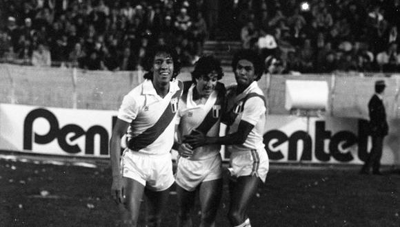 Malásquez, Oblitas y Mango Olaechea. El fantástico equipo peruano que venció 1-0 a Francia en el Parque de los Príncipes. Foto: Archivo Histórico El Comercio.