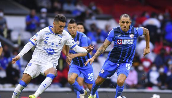 Cruz Azul derrotó 2-0 a Querétaro con goles de Angulo y Passerini en el Estadio Azteca de México.