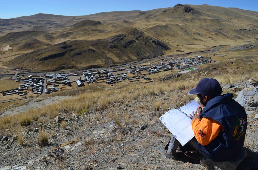Puno: instalan internet satelital para facilitar actividades escolares. (Foto: Carlos Fernández)