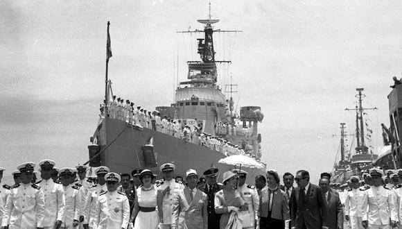 """Autoridades acuden al recibimiento del crucero """"Almirante Grau"""" en el puerto del Callao , el 31 de enero de 1960 (Foto: Archivo Histórico El Comercio)"""