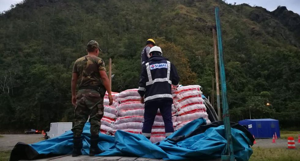 Durante este año, se ha decomisado 1.116 toneladas de cemento y 72 toneladas de sal. (Foto: Difusión)