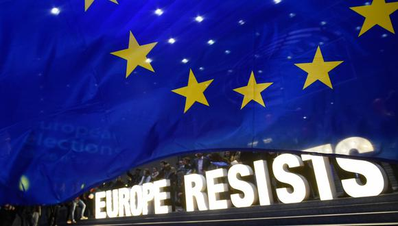 Los partidos proeuropeos mantendrán la mayoría en la próxima Eurocámara, reforzados por el auge de liberales y ecologistas. (AFP)