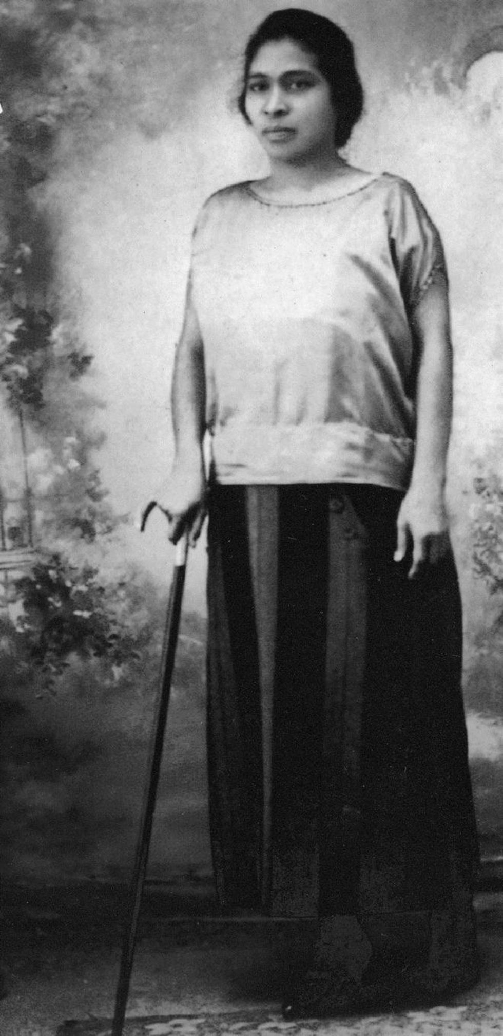 Prudencia Ayala usaba un bastón como lo hacían las clases altas de la sociedad salvadoreña a principios del siglo XX. (Foto: Museo de la Palabra y la Imagen El Salvador)