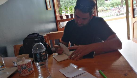 Ricardo León, periodista de El Comercio, en la primera parada del viaje a la frontera, en Jaén. El viaje terminó antes de tiempo ante el avance del coronavirus. (Foto: Rudy Jordán)