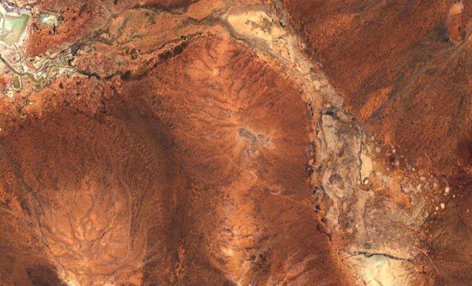 El cráter Yarrabubba se ubica entre Sandstone y Meekatharra, en Australia). (Imagen: Google Maps)