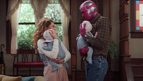 """Wanda y Vision tienen a los gemelos Billy y Tommy al final del episodio 3 de """"WandaVision"""" (Foto: Disney Plus)"""