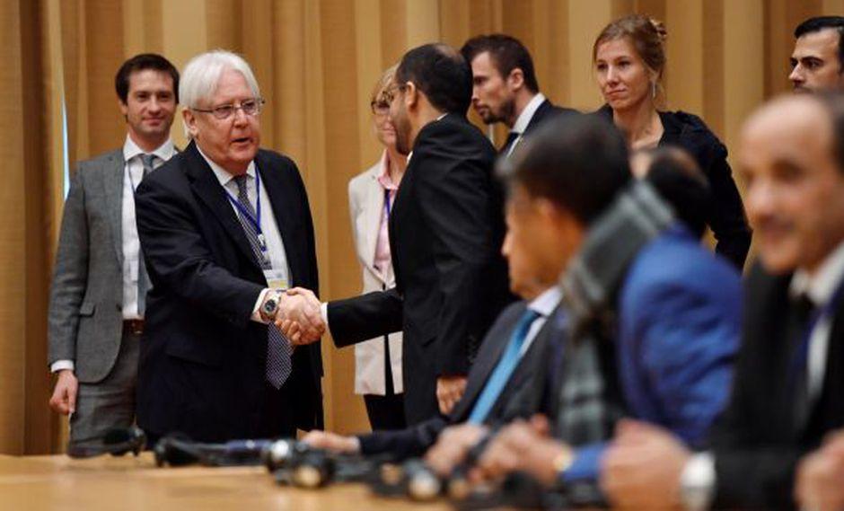 El enviado de la ONU para el Yemen, Martin Griffiths, y la ministra de Exteriores sueca, Margot Wallstrom, ofrecen una rueda de prensa en el marco de la nueva ronda de contactos de paz entre el Gobierno del Yemen. (Foto: EFE)