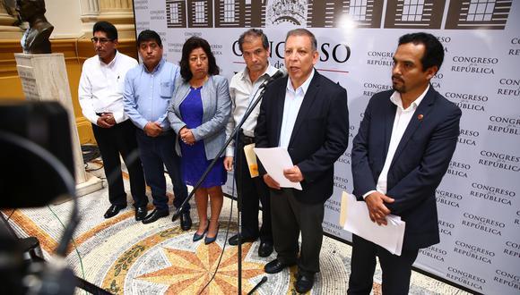 Al ser consultados por lo señalado por Alberto Quintanilla, quien dijo que su bancada ya se encuentra trabajando en una moción conjunta con el Frente Amplio, ambos congresistas confirmaron que existen reuniones de carácter técnico. (Foto: Congreso)
