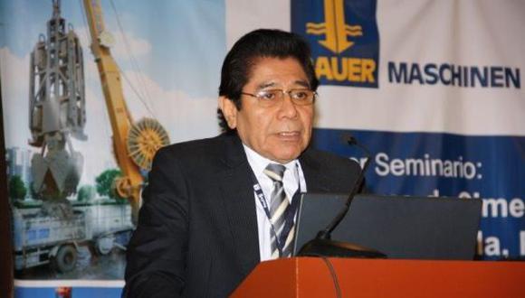 Director del tren eléctrico niega contratos direccionados
