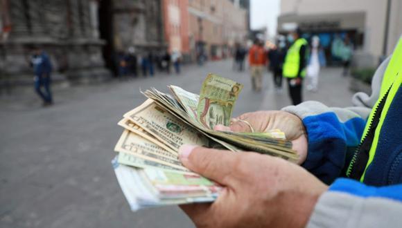 El dólar sigue por encima de los S/ 4 en la plaza peruana. (Foto: GEC)
