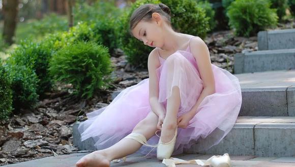El video en el que se ve a unos padres de familia bailar ballet junto a sus hijas causa sensación en Instagram | Foto: Pixabay / sobima / Referencial