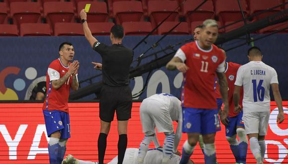 Chile se quedó con cinco puntos y clasificará a cuartos de final como tercera o cuarta del Grupo A (Foto: AFP)