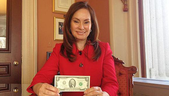 Rosa Gumataotao Ríos, la mujer que firma los billetes en EE.UU.