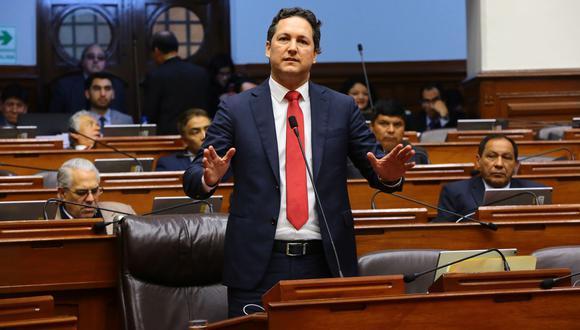 La acusación fue recibida por el Parlamento a las 5:14 p.m. de ayer, pocos minutos después de que el pleno aprobara suspender a Daniel Salaverry. (Foto: Congreso)