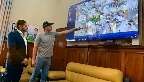 George Forsyth inauguró la central de monitoreo que está conectada a las 180 cámaras de videovigilancia. (Foto: Difusión)