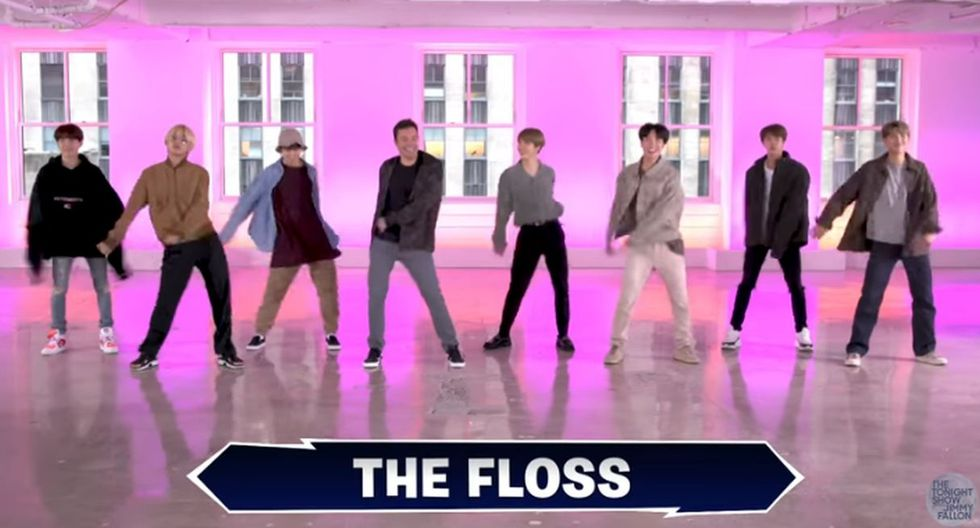 "Al final, todos juntos bailaron el paso de moda ""The Floss"".  (Foto: Captura de video)"