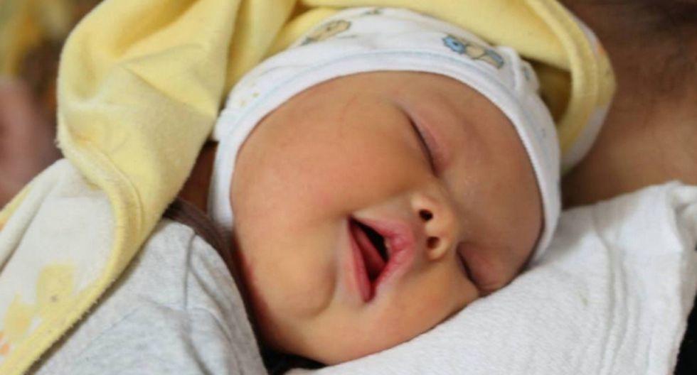 El papá que decidió criar solo a su bebé con síndrome de Down