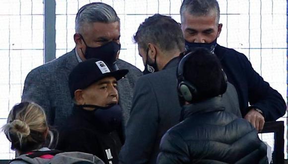 El 30 de octubre Maradona cumplió 60 años y los celebró yendo al estadio a dirigir a su equipo, el Club de Gimnasia y Esgrima La Plata. (Foto: Getty Images, vía BBC Mundo).