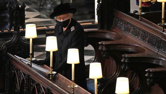La reina Isabel II tuvo presente el recuerdo del duque de Edimburgo en su funeral con algunos detalles. (Foto: AFP)