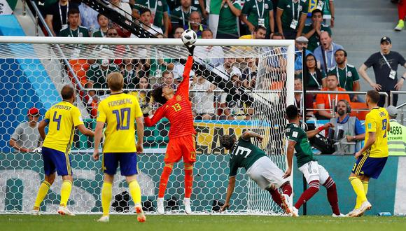 El arquero 'Memo' Ochoa evitó que México perdiera por más goles ante Suecia. (Foto: Reuters)