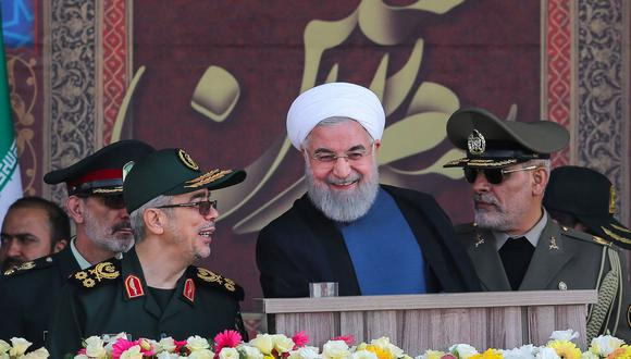 El presidente de Irán. Hassan Rouhani, junto a los altos mandos de la Guardia Revolucionaria. (EFE).