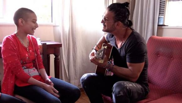 Verónica y Ricardo Arjona se conocieron en el 2017, cuando el cantante visitó Argentina y le dio una sorpresa en su casa (Foto: Twitter)