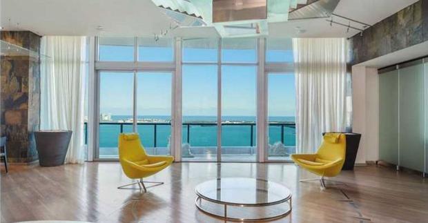 L'appartamento ha una splendida vista sull'Oceano Atlantico, sulla baia di Biscayne e sulla città (Foto: Condo Blackbook)