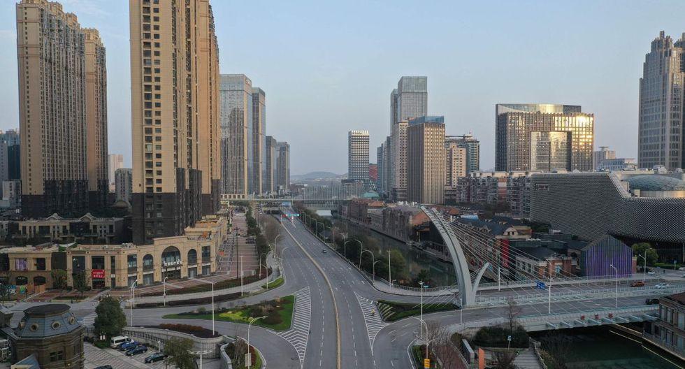 El presidente chino Xi Jinping visitó este martes por primera vez esta ciudad, que en enero se convirtió en el epicentro de la enfermedad. (AFP).